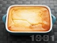 Рецепта Бърз, лесен и вкусен сладкиш / кекс с бисквити, сладко от вишни и крема сирене в тава (без брашно)
